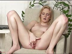 Exquisite blonde alice boom masturbates for you