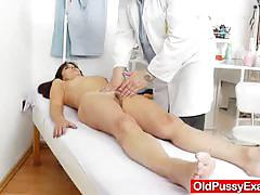 Mature amateur gets her pussy examined