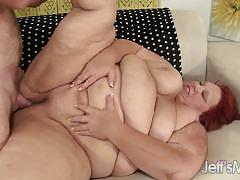 Randy plumper gets her warm pussy pummelled