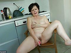 Karla cooks herself up an orgasm