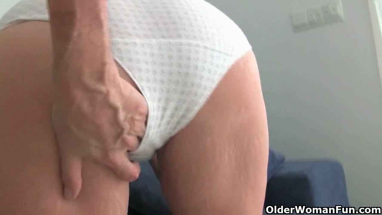 Handjob from cute amateur girl in hot amateur porn 3