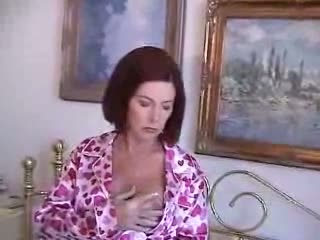 Mature milf give blowjob
