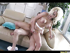 Super hot girlfriend fucked!