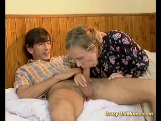 Crazy old mom gets it deep sex and cumshot juicy load