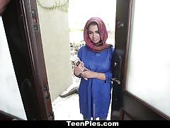 Sexy arabian slut sucks and fucks in the kitchen