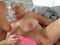 Mature amateur munches on her partners hot pussy