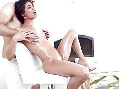 Latina babe enjoys a kinky massage