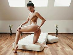 Lusty sapphira takes off her dress