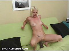 Sexy jayda diamonde rams her huge dildo deep in her moist slot