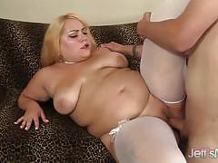 Chubby beauty fucks on the sofa