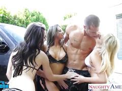 Lesbians capri cavanni , lexi belle , mia malkova and rachel roxxx fucking