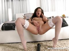 Naughty tess lyndon plays with a pump