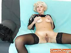 Cunt gaping during the mature dildo action by sava
