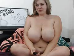 Big sexy girl gets off