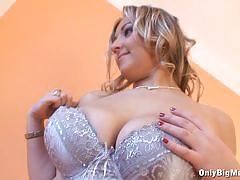 Sensual krystal swift shows off her round tits