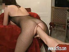 Randy amateur gets her pussy fisted