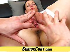 Mature amateur gets her pussy finger fucked