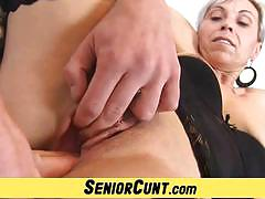 Wild amateur gets her warm pussy fingered