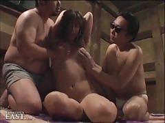 Asian amateur enjoys threesome