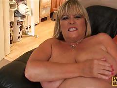 Blonde bbw makes her pussy wet