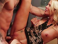 Blonde hottie jessica drake is injected by a big dick