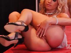 Taylor sands and kiara lord share a fat cock in the disco!