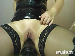 Mature amateur dildo fucks her moist pussy