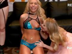 Carmen caliente rides sybian in pornhub booth at 2015 avn carr/rone assist