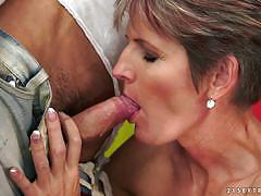Horny mature woman pounded doggystyle
