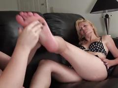 Suck toes