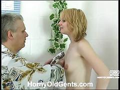 Daddy caspar washes inessa's cunt before screwing