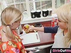Seductive babes enjoy lesbian fun