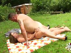 Amateur babe fucked outdoors