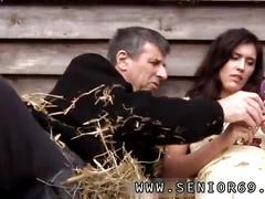 Brunette teen gets screwed by a senior in a big backyard