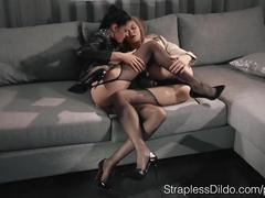 Brunette mia mounts redheaded maria pie
