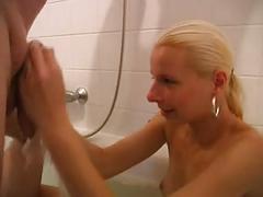 Teeny steht auf sex in der badewanne - bostero