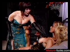 Bdsm session for the lesbo bitch in the dungeon
