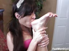 Lorianna going wild on shilos sexy little feet