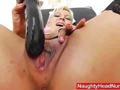 Blonde amateur-mom playing plus a spekula