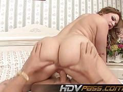Sensual leenuh rae stuffs her mouth with hard cock