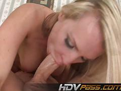 Luscious babe loves to fuck