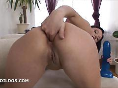 Brunette alysa gap stretches her tight ass