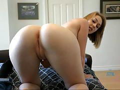 Beauty iggy amore exposes her round ass