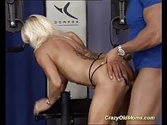 Muscular amateur gets her pussy nailed