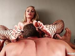 Stunner nicole aniston gets her sexy feet worshipped
