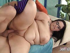Chubby babe gets her pussy slammed