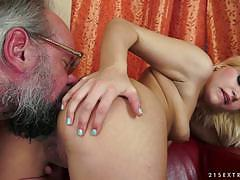Kitty rich hold an old cock as it pisses