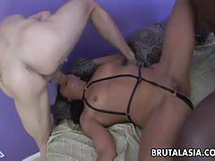 Ebony babe fucked in threesome