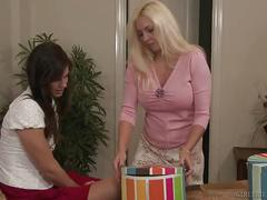 Girlfriends films - cindy craves turns bobbi starr into a lesbian