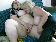 Chubby babe tongue fucks her partners moist slot